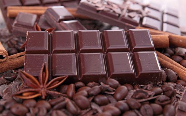 فروش عمده شکلات تلخ تخته ای